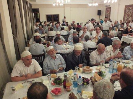 Şamaxı Cümə məscidində iftar süfrəsi