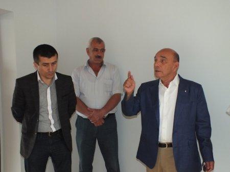 Millət vəkili Elxan Süleymanov  Ərçiman kəndində inşa etdirdiyi  yeni məktəb binasıyla tanış olub.