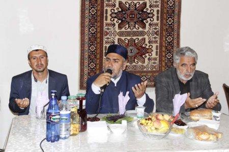 Şamaxının millət vəkili Elxan Süleymanovun Cümə məscidində təşkil etdiyi iftar süfrəsi